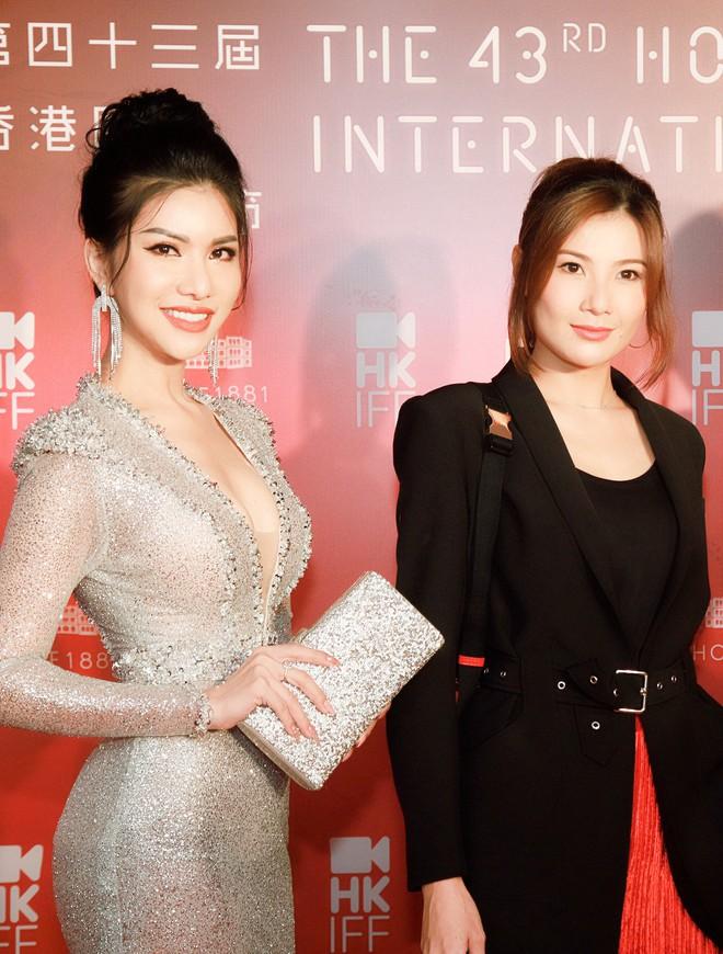Hoa hậu đang là tiếp viên hàng không VN gợi cảm, đi chung thảm đỏ với Quách Phú Thành - Ảnh 7.