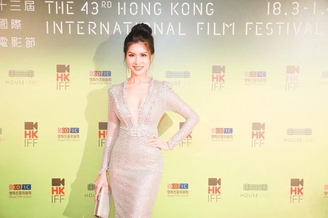 Hoa hậu đang là tiếp viên hàng không VN gợi cảm, đi chung thảm đỏ với Quách Phú Thành - Ảnh 5.