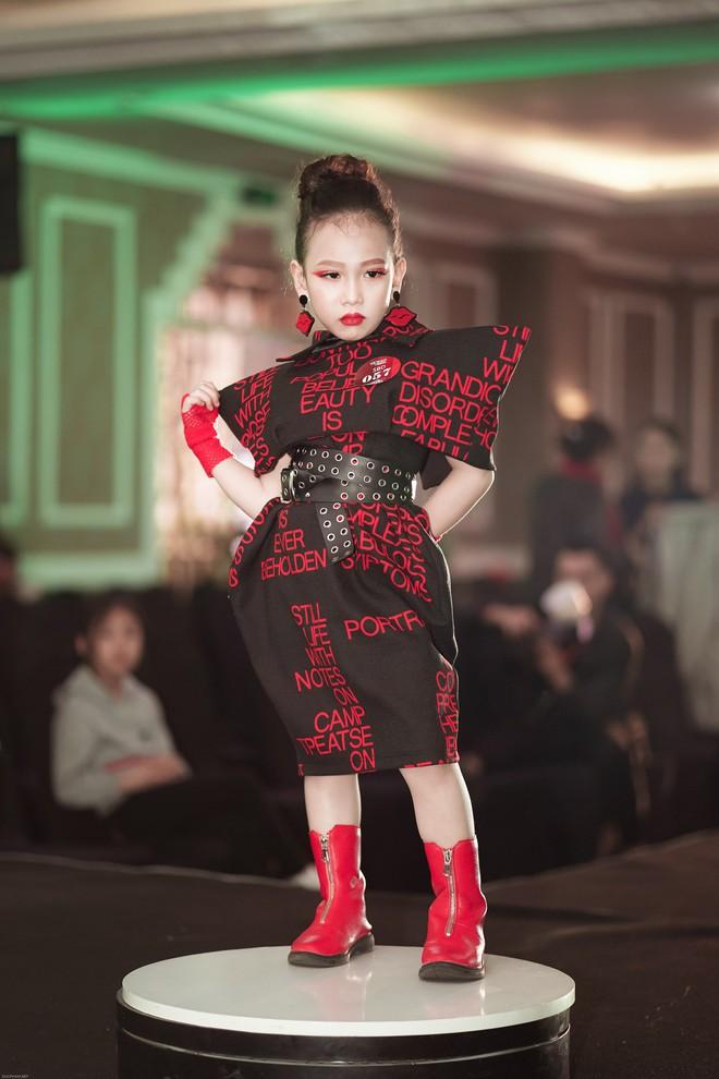 NTK Đắc Ngọc đưa 10 mẫu nhí sang Dubai trình diễn - Ảnh 6.