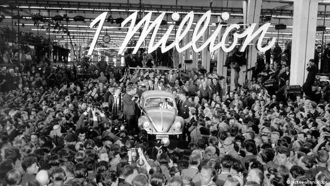 Hitler – cha đẻ ý tưởng về mẫu xe Con bọ Volkswagen Beetle - Ảnh 1.