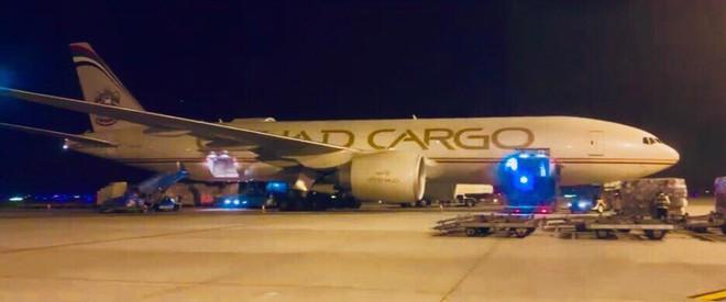 Lộ ảnh xe VinFast lên máy bay 5 sao, ra nước ngoài tham gia thử nghiệm quốc tế - Ảnh 8.