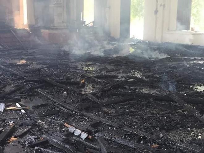 Cháy lớn ở nhà thờ, thiêu rụi nhiều tài sản bên trong - Ảnh 6.