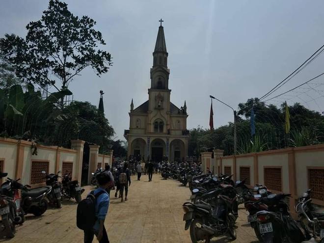 Cháy lớn ở nhà thờ, thiêu rụi nhiều tài sản bên trong - Ảnh 1.