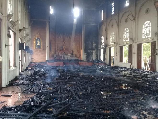Cháy lớn ở nhà thờ, thiêu rụi nhiều tài sản bên trong - Ảnh 2.