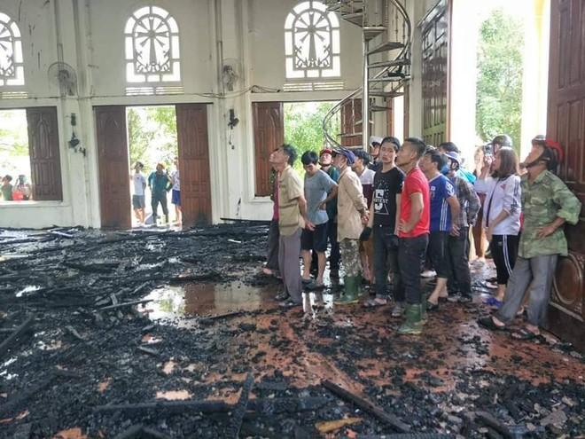 Cháy lớn ở nhà thờ, thiêu rụi nhiều tài sản bên trong - Ảnh 7.