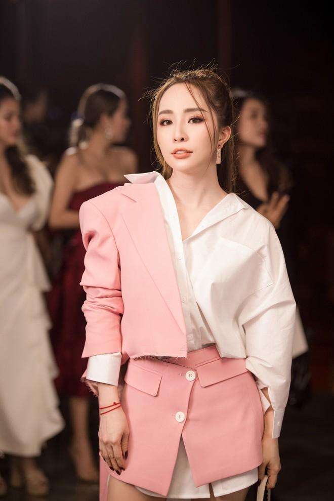 Quỳnh Nga xuất hiện sau tin đồn ly hôn Doãn Tuấn, Hương Giang thành tâm điểm vì xinh đẹp - Ảnh 1.
