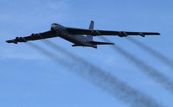 """Máy bay ném bom hạt nhân Mỹ áp sát biên giới Nga, """"tấn công"""" Hạm đội Baltic"""