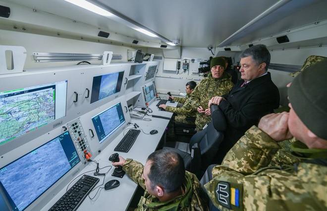 Trước thềm bầu cử: Ukraine nhận lô khí tài khủng, TT Poroshenko thề giành lại Donbass, Crimea - Ảnh 4.