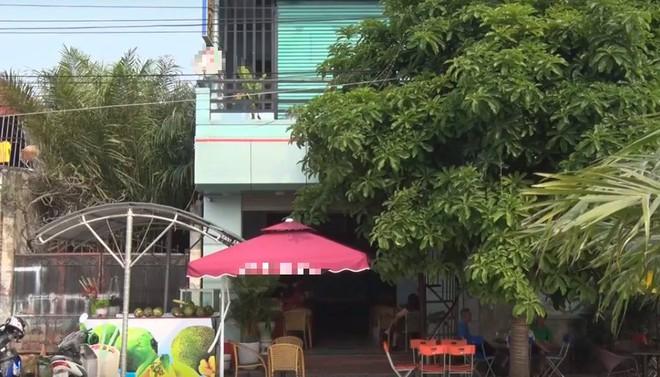 Vụ một phụ nữ bị đâm chết ở quán cafe: Hung thủ đâm liên tiếp 2 nhát vào ngực, sườn - Ảnh 2.