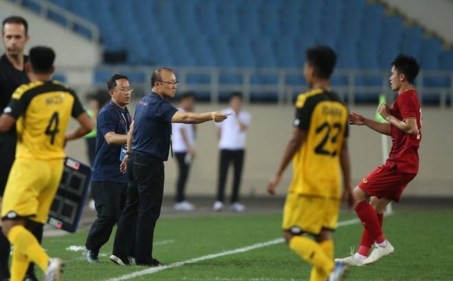 Tính toán kỳ lạ phía sau màn tung Đình Trọng vào sân của HLV Park Hang-seo