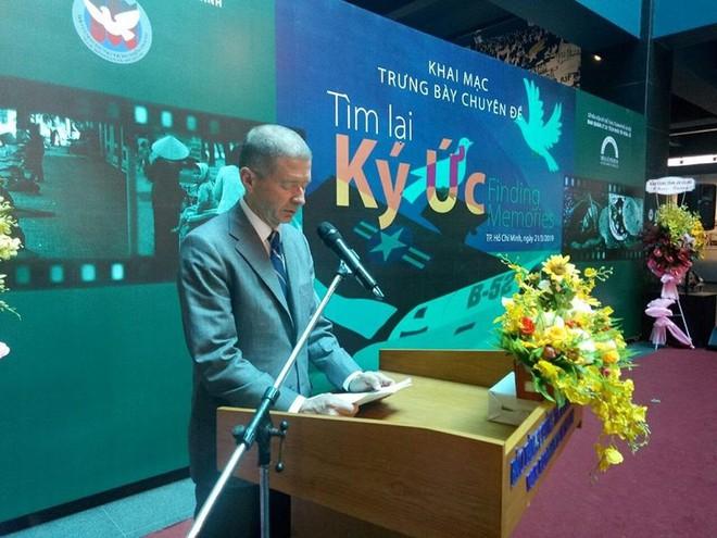 Cha tôi đã trở về bằng sự nhân đạo của người Việt Nam - Ảnh 2.