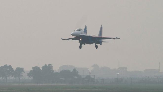 Cận cảnh chiến đấu cơ quái thú Su-30SM Hiệp sĩ Nga ở Việt Nam: Chỉ hai từ cực đẹp! - Ảnh 14.