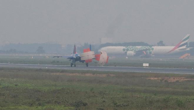Cận cảnh chiến đấu cơ quái thú Su-30SM Hiệp sĩ Nga ở Việt Nam: Chỉ hai từ cực đẹp! - Ảnh 17.