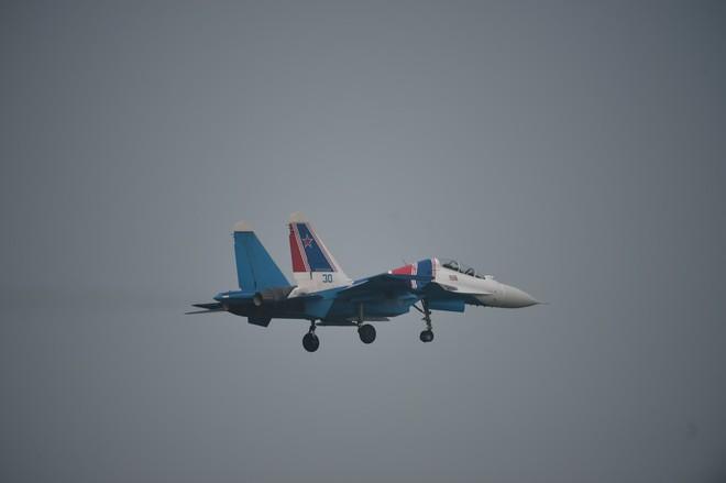 Cận cảnh chiến đấu cơ quái thú Su-30SM Hiệp sĩ Nga ở Việt Nam: Chỉ hai từ cực đẹp! - Ảnh 10.