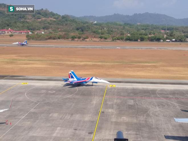 Độc nhất, chưa từng có: Cả 5 tiêm kích Su-30SM cất cánh cùng lúc từ sân bay Nội Bài - Ảnh 14.