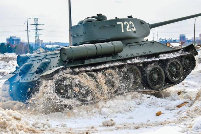 Xe tăng T-34-85 Lào vừa bàn giao chính thức hoạt động tại sư đoàn cận vệ chủ lực của Nga - Ảnh 10.