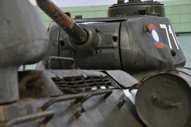 Xe tăng T-34-85 Lào vừa bàn giao chính thức hoạt động tại sư đoàn cận vệ chủ lực của Nga - Ảnh 4.