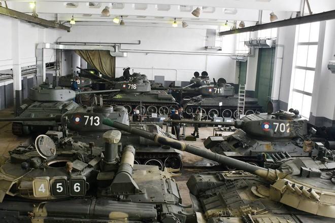 Xe tăng T-34-85 Lào vừa bàn giao chính thức hoạt động tại sư đoàn cận vệ chủ lực của Nga - Ảnh 1.