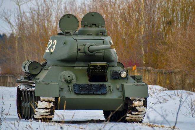 Xe tăng T-34-85 Lào vừa bàn giao chính thức hoạt động tại sư đoàn cận vệ chủ lực của Nga - Ảnh 7.