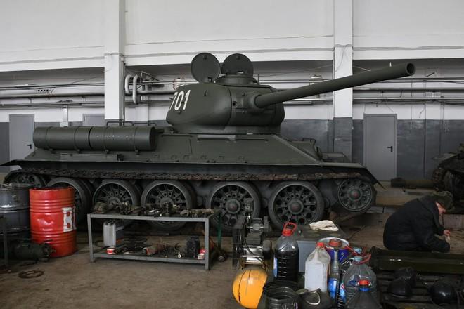 Xe tăng T-34-85 Lào vừa bàn giao chính thức hoạt động tại sư đoàn cận vệ chủ lực của Nga - Ảnh 2.