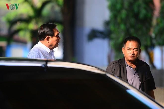 Thủ tướng Thái Lan xếp hàng đi bầu cử - Ảnh 2.