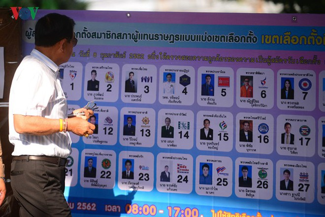 Thủ tướng Thái Lan xếp hàng đi bầu cử - Ảnh 4.