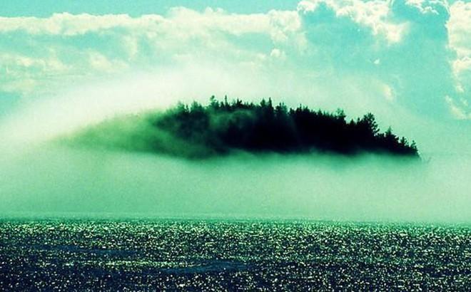 Truyền thuyết về hòn đảo bí ẩn, cứ 7 năm lại xuất hiện trong sương mờ một lần