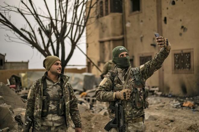 Syria: Vừa thắng vang dội trước IS, vì sao người Kurd đứng bên bờ vực mất cả chì lẫn chài? - Ảnh 2.