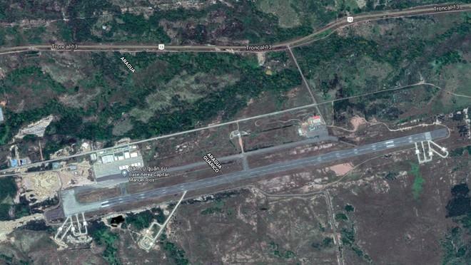 Tình hình Venezuela đã rất căng: Tên lửa S-300VM kéo về chốt giữ sân bay đầu não - Ảnh 3.