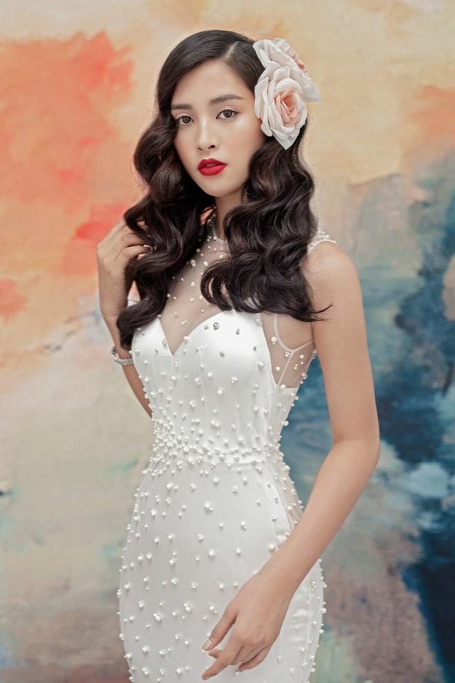 Hoa hậu Tiểu Vy gợi cảm và quyến rũ ở tuổi 19 - Ảnh 9.