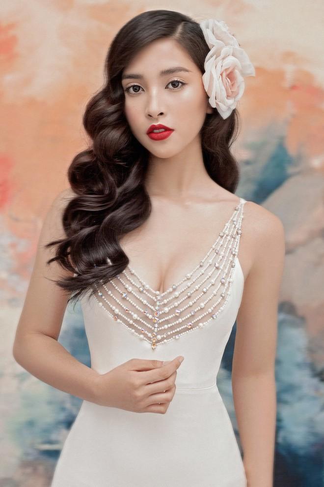Hoa hậu Tiểu Vy gợi cảm và quyến rũ ở tuổi 19 - Ảnh 8.