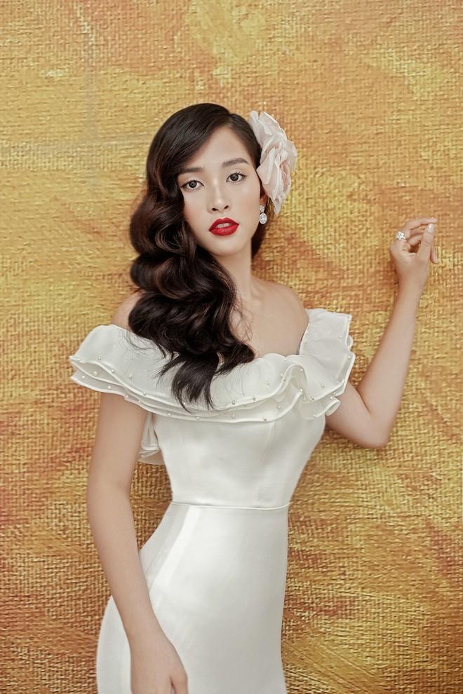 Hoa hậu Tiểu Vy gợi cảm và quyến rũ ở tuổi 19 - Ảnh 7.