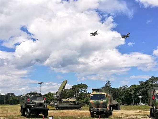 Tình hình Venezuela đã rất căng: Tên lửa S-300VM kéo về chốt giữ sân bay đầu não - Ảnh 4.