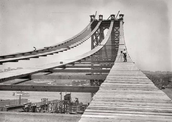 """Cảnh tượng ngoạn mục khó tin khi xây dựng các công trình """"thế kỷ"""" - Ảnh 11."""