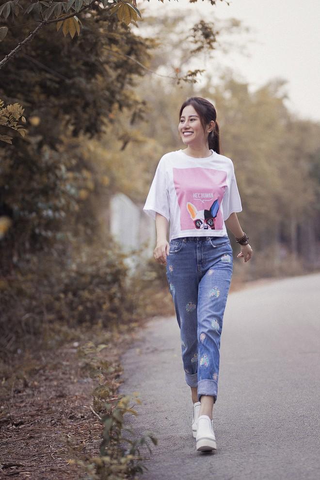 Ngọc nữ bolero Tố My vào bếp nấu mì Quảng cho fan - Ảnh 1.