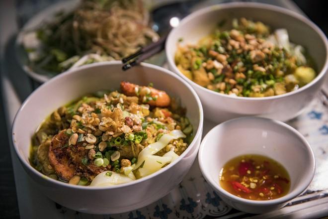 Ngọc nữ bolero Tố My vào bếp nấu mì Quảng cho fan - Ảnh 8.