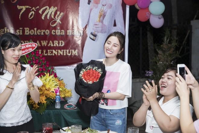 Ngọc nữ bolero Tố My vào bếp nấu mì Quảng cho fan - Ảnh 9.