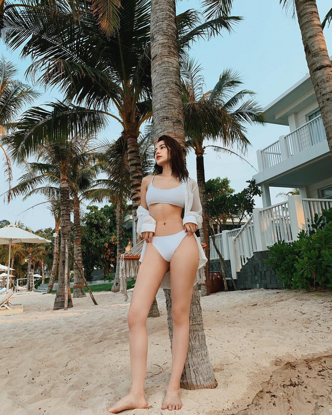 Midu, Khổng Tú Quỳnh cùng loạt mỹ nhân Việt thi nhau diện bikini đốt mắt khán giả - Ảnh 2.