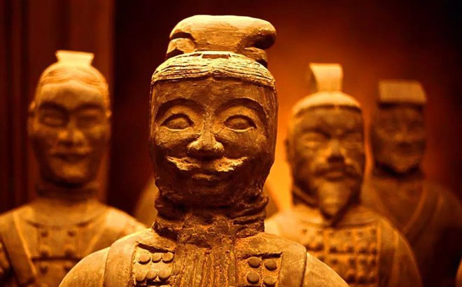 Tại sao đội quân đất nung trong lăng mộ Tần Thủy Hoàng không đội mũ giáp?
