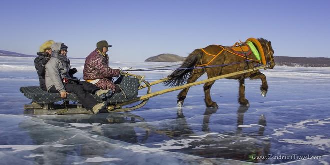 Lễ hội trên hồ đóng băng kỳ lạ của người Mông Cổ: Lạnh kinh hoàng nhưng đẹp đến mê mẩn - Ảnh 5.