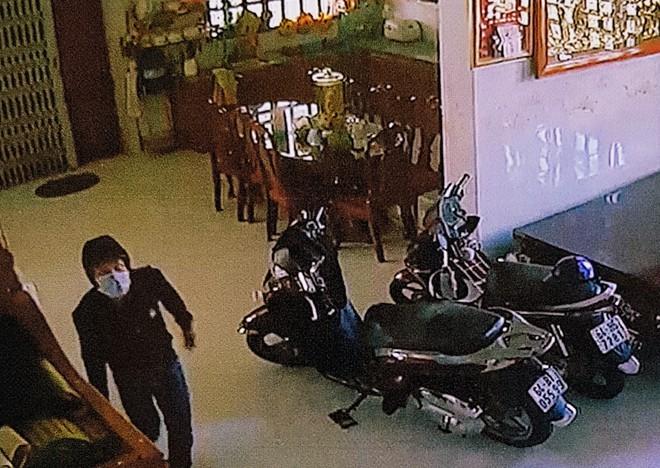 Truy nã hai nghi can tham gia vụ đột nhập nhà đại gia trộm hơn 8 tỷ ở Vĩnh Long - Ảnh 2.