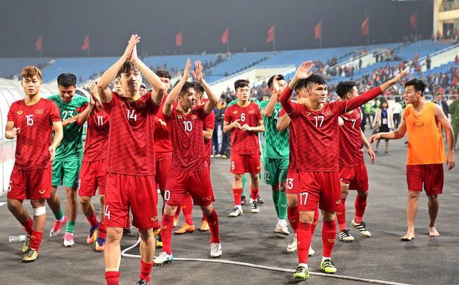 Đội tuyển Việt Nam mang màu áo may mắn trong trận quyết đấu với Thái Lan