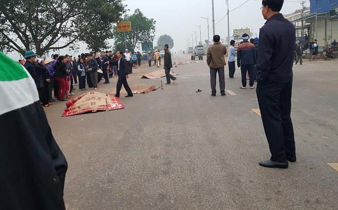 Nóng: Xe khách đâm 7 người đang đẩy xe tang tử vong