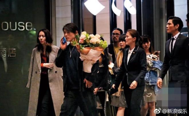 Bạn gái tin đồn của Seungri được con trai trùm showbiz Hong Kong cầu hôn, nhẫn kim cương khủng lộ diện - Ảnh 4.