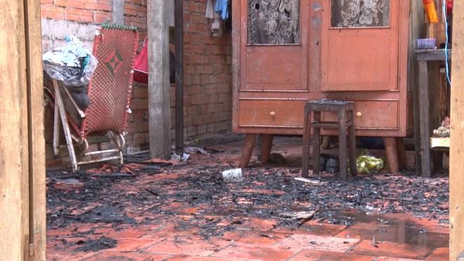 Người đàn ông chết cháy trong căn nhà hoả hoạn, nằm cạnh bình gas đã mở van - Ảnh 1.