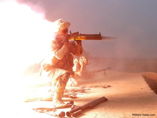 """Súng chống tăng M72 LAW - """"bùa hộ mệnh"""" của quân tiên phong Mỹ - Ảnh 4."""