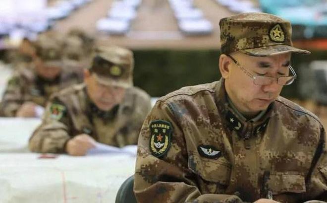 Quân đội Trung Quốc căng thẳng: Hơn 200 tướng đi thi, kéo dài tới tận đêm khuya