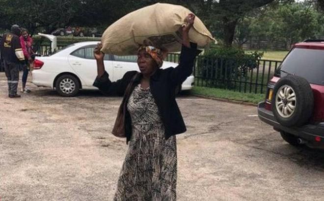 Làm việc tốt, người phụ nữ 71 tuổi được tỷ phú giàu nhất Zimbabwe tặng nhà, chu cấp tiền mỗi tháng