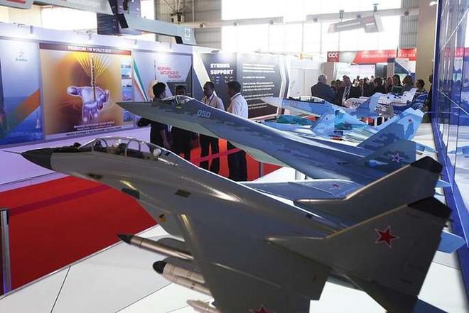 Cận cảnh dàn máy bay, tàu chiến khuấy đảo Triển lãm LIMA-2019 - Ảnh 13.