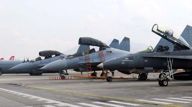 Cận cảnh dàn máy bay, tàu chiến khuấy đảo Triển lãm LIMA-2019 - Ảnh 3.